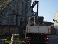 08/09/2016-Démarrage des travaux à l'église St Egat, avec l'arrivée d'un camion de matériaux