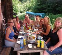 Wilde Weiber - Wilde Küche Frauencamp auf der Alm | www.brot-und-leben.at