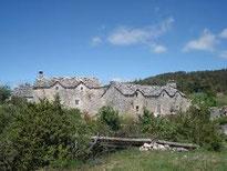 Maisons caussennardes typiques en Aveyron