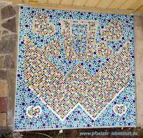 Mosaik Boden blau bunt selbst gemacht