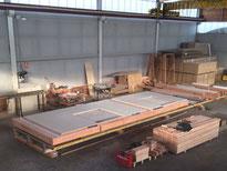 Fabricación de uno de los muros en el taller de Mábitat