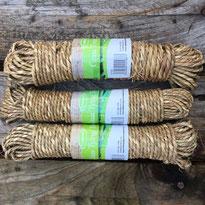 Grobes Grassband für Bindearbeiten im Garten