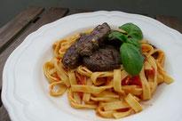 Spaghetti mit Tomaten-Sugo und Lammfilet Rezept Food Blog Pi mal Butter Mädchenvöllerei Saarland