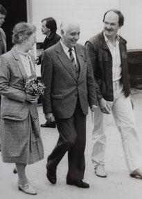 Henk Bemboom met zijn echtgenote en de heer Paashuis (1983).