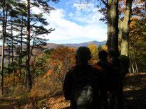 峠の遥拝所にて御嶽山を望む