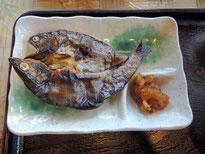 朝ご飯、アメゴの塩焼き(千屋ではアマゴと呼ぶ川魚)