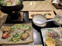 夕ご飯、地鶏の鍋と天ぷら、アメゴの刺身、、、山の幸満載!