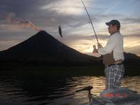 Pescando en el Lago Arenal