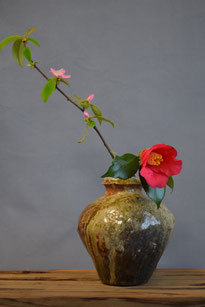 「信楽花器」(13.5 x 15 cm)