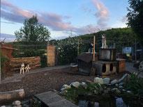 Abendstimmung über dem Huskydörfli mit Borea, Arizona und Yukon