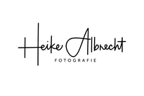 Logo: Heike Albrecht Fotografie, Oldenburg in Holstein  -  Hochzeitsfotografie, Portrait- & Businessfotos