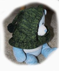 Halsteil mit Kapuze und Bommel aus Wolle gestrickt von ritsch-ratsch