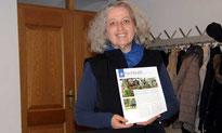 """Renate Mühlbauer hat die Kriterien für """"Unser Friedhof - Ort der Würde, Kultur und Natur"""" in Ast vorgestellt."""