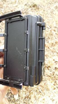 Los cierres de pestaña y la parte que apoya para colocar la cámara acabaron rotos antes de un año