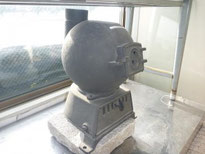 球の頭に3本の角がないタイプは後期モデルです。