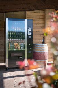 Weinverkauf 24/7: Vinomat vor dem Weingut Sonnenhof in Vaihingen-Gündelbach (Bild: Bettina Meister)