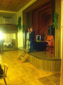 Heinz Bley gestern Abend bei der Begrüßung seiner Gäste