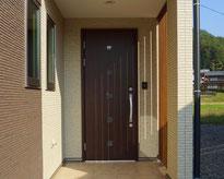 新築住宅の玄関の画像