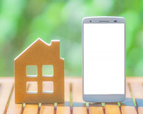 家とスマートフォンの画像