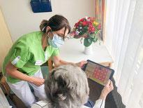 Tablets für Senioren: Die Betreuungskräfte haben ihr Angebot erweitert.
