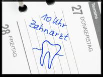 Immer mehr Eltern kommen mit ihren Kindern regelmäßig zur Prophylaxe in die Zahnarztpraxis (© Doc RaBe - Fotolia.com)