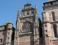 La cathédrale en grès rose à Rodez 12000