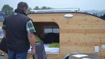 Probeliegen im Mini Caravan