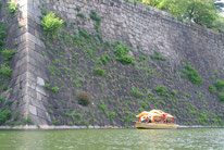 迫力ある石垣と御座船