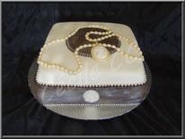tutoriel pour faire un gâteau bijoux, camée, cake design, pâte à sucre