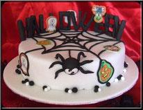 Tutoriel gateau Cake Design pour Halloween avec araignées, fantômes, citrouilles, vampires et sorcières. Pâte à sucre, pâtisserie, boutique en ligne.