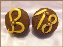 Tutoriel pour décorer des cupcakes avec des chiffres et des lettres, cake design, pâte à sucre