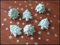 tutoriel pour réaliser des meringues en forme de sapin de noel en 2D et en 3D, pâtisserie, cecile cc, chic choc cake, boutique en ligne