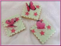 tutoriel pour décorer des biscuits arabesques et papillons, cake design, pâte à sucre