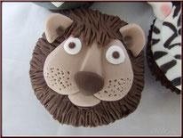 Tutoriel pour modeler un cupcake en forme de tête de lion, cake design, pâte à sucre