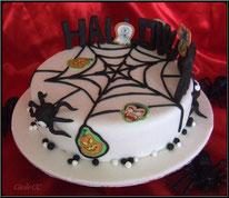 Tutoriel gâteau décoré Cake Design pour Halloween avec araignée, fantôme, vampire, sorcière, citrouille, toile d'araignée. Pâte à sucre, pâtisserie, boutique en ligne.
