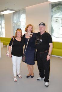 Ana und Gerardo Rosenhain zusammen mit der Gedenkstättenleiterin Stefanie Burmeister (Foto: Jens Meier)