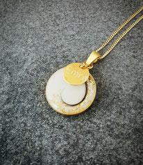 vergoldetes 18 mm Medaillon mit Haarsträhne , Blattgold und Gravurplättchen