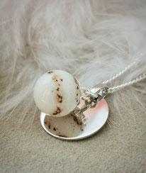 Muttermilchperle mit Nabelschnurflöcken und Gravurplatte in Sterling Silber