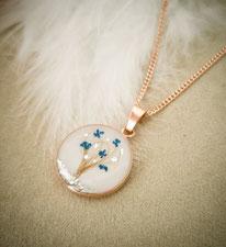 18 mm Medaillon Sterling Silber rosévergoldet mit Lebensbaum aus Haaren. Mit Blattsilber und blauen Blüten