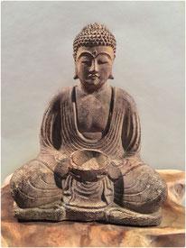 Buddha mit Teelicht-Halter. Höhe 20cm. 35.- LETZTE STÜCKE