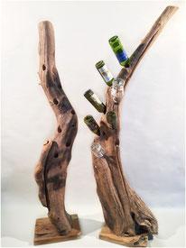 Weinbaum aus altem Teak. Es lassen sich acht Weinflaschen einstecken. Höhe ca. 180 cm. 450.–