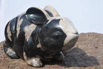 Geschnitzter Hase, 12kg.