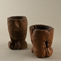 "Antike Teak-""Lumpang"" (Reismör-ser) . Durchm. 30 cm - 40 cm, Höhe 40 cm -50 cm. Ab 275.–"