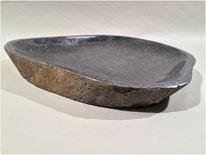 Schale / Vogelbad. Aus Flussstein hergestellt. Oberfläche poliert. Ca. 40 cm x 40 cm. 60.–