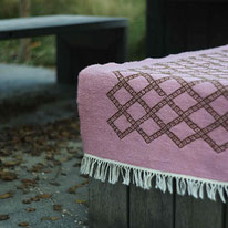 Tapis kilim rose, tapis berbère, rose, tapis de chambre, tapis décoratif, deco salon, deco entrée, déco ethnique chic