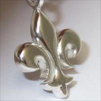 kleine Lilie an der Silberkette