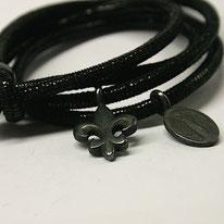 schwarze Madonna, schwarze Lilie am Lederband