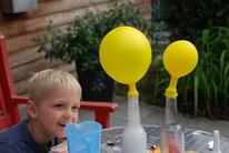 Luftballon bläst sich auf (Luft)