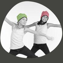 Wendebeanie ist die Mütze für trendige Teenager. Frech für Mädchen und Knaben machen sie Spass um getragen zu werden.