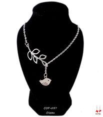 Collier argenté multi-symboles branche et oiseau pendant